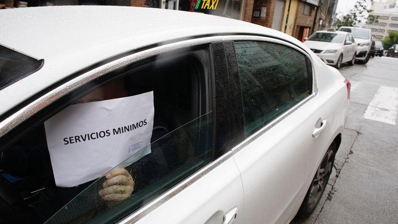 La huelga de los taxistas gallegos, en imágenes.PINTADAS EN LA CIUDAD VIEJA ENTORNO A LA COLEXIATA DE SANTA MARIA DO CAMPO