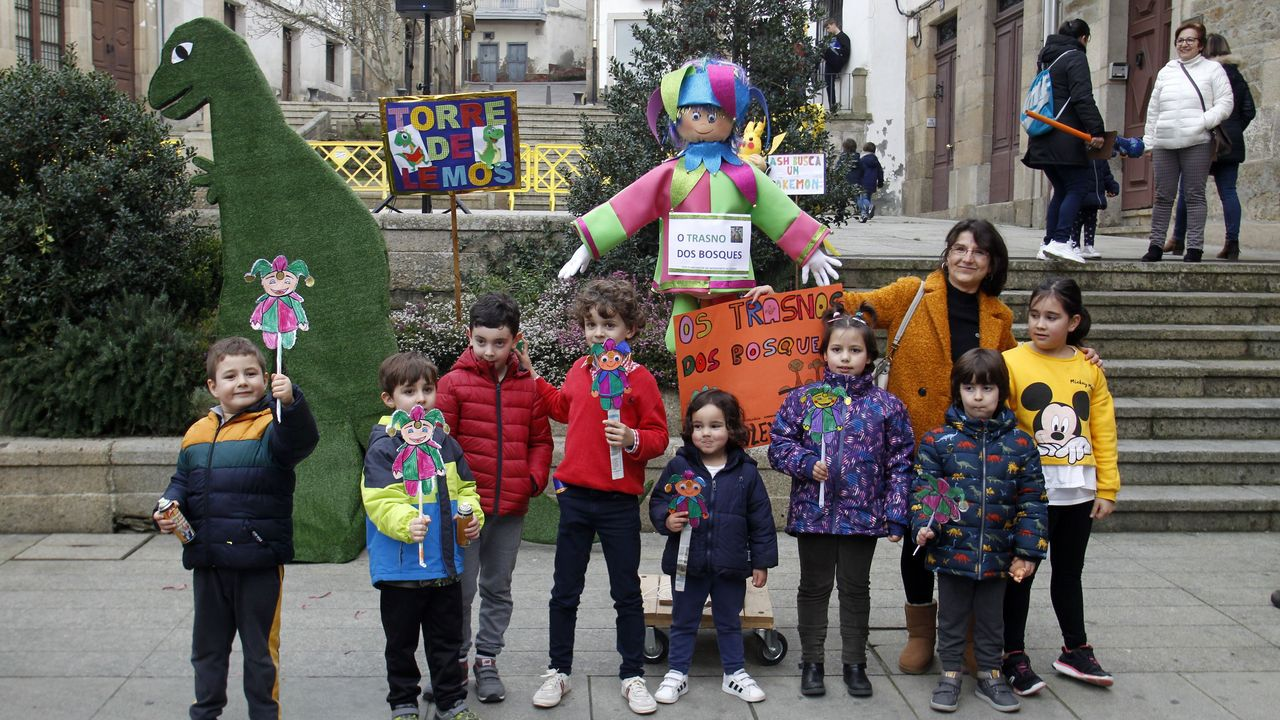 La jornada festiva se cerró en Monforte con la tradicional quema de los compadres en la plaza de España