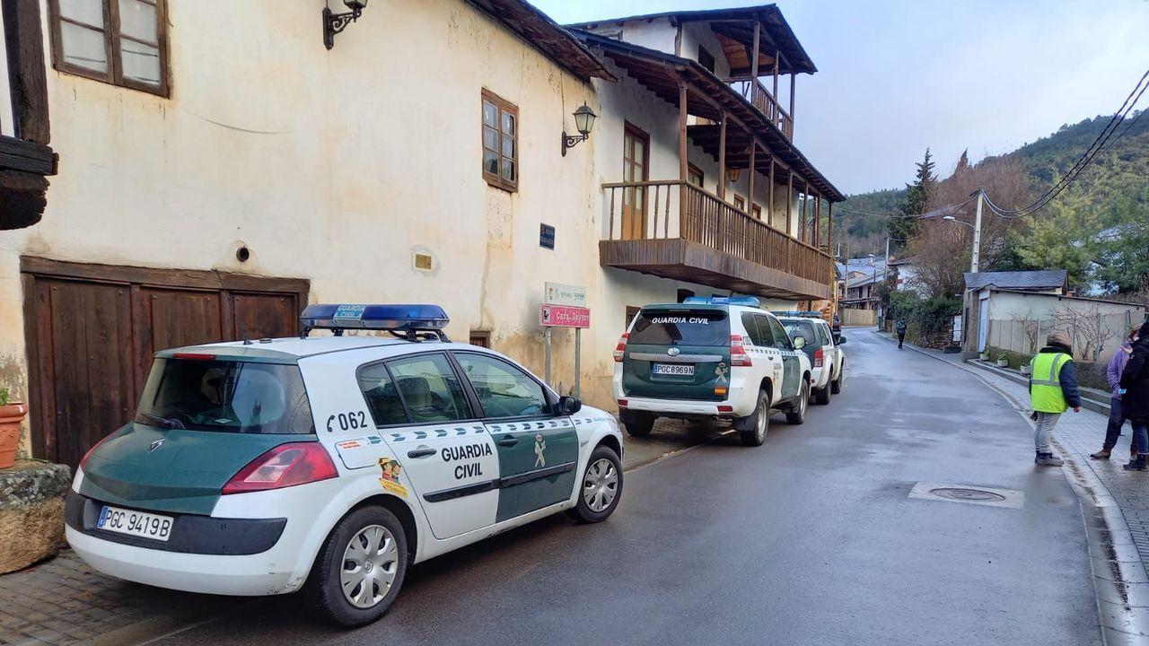 Un control conjunto de la Policía Local y la Nacional para vigilar el cumplimiento del cierre perimetral en Santiago