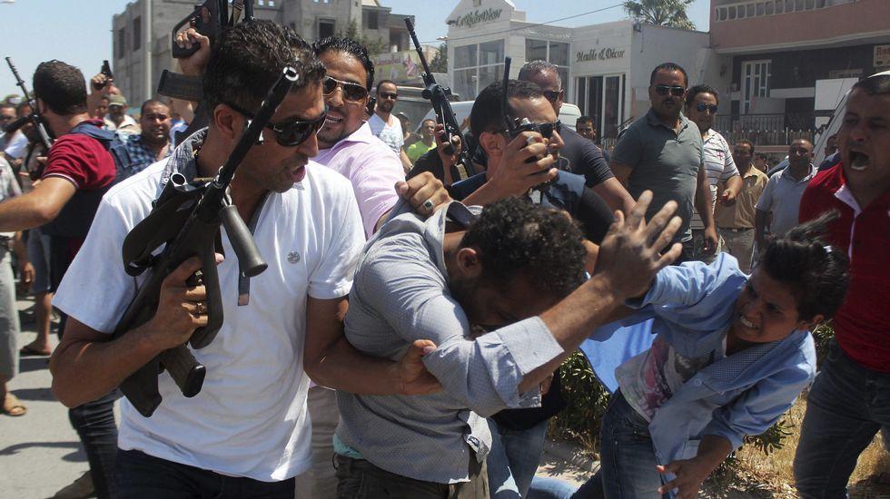 El terrorismo islamista ataca Túnez, Francia y Kuwait.Uno de los motivos de la dimisión es la falta de entendimiento con Mariló Montero