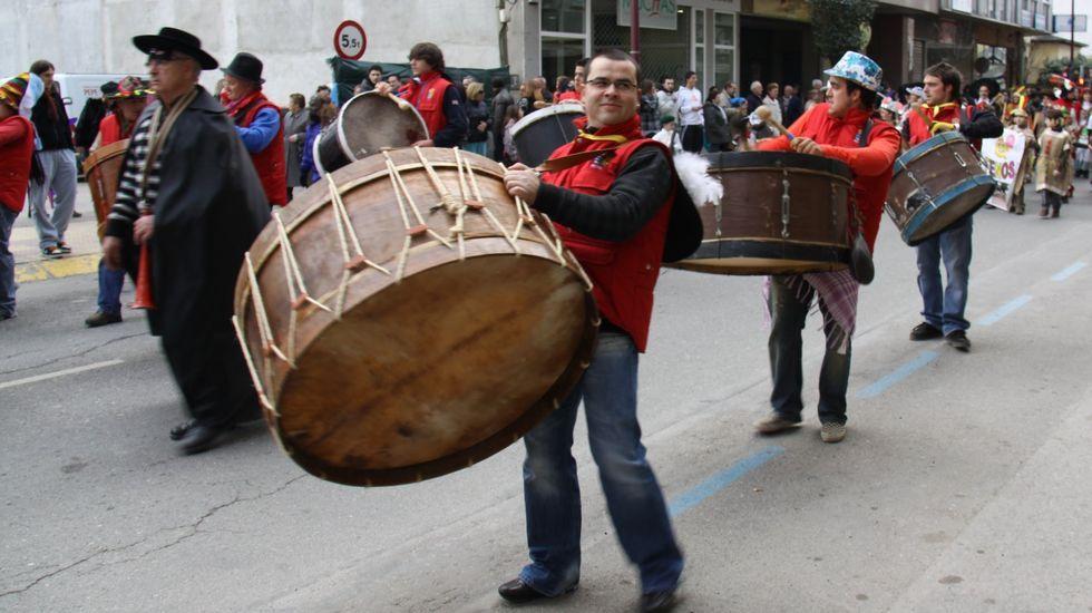 Núñez Feijoo conoce el proceso de elaboración de la pizarra.As Ermitas en O Bolo es uno de los principales reclamos turísticos de Valdeorras