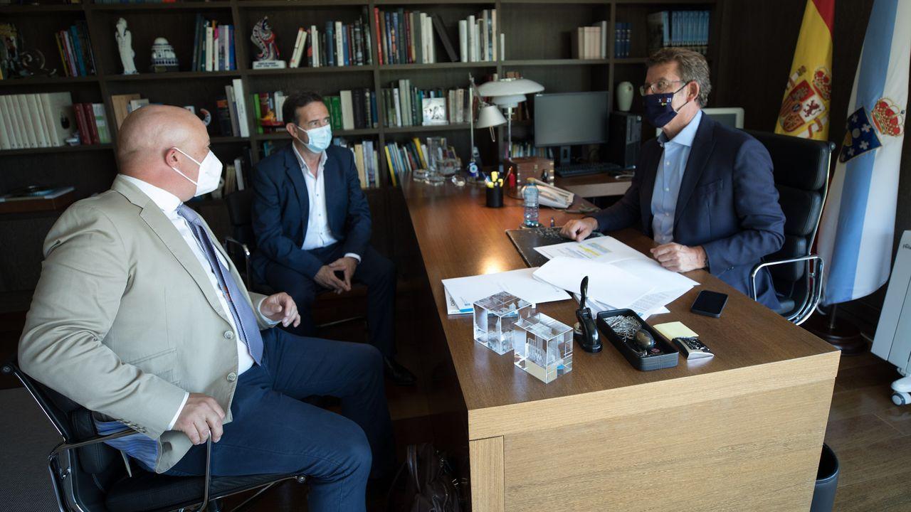Los alcaldes de Riós y A Gudiña, en el despacho del presidente de la Xunta