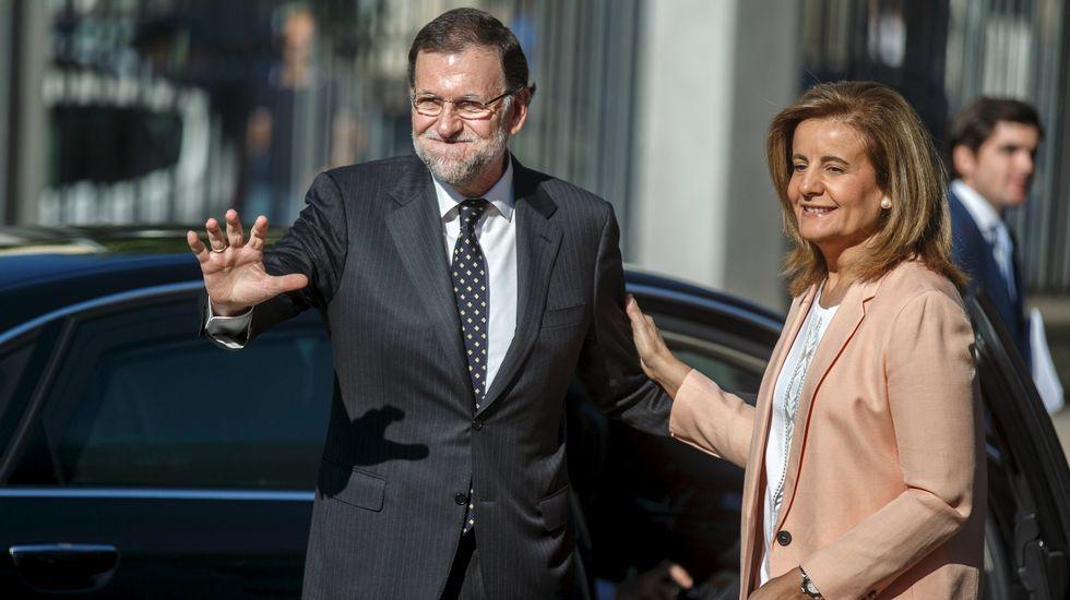 Cambio de caras en el PP.El presidente del Gobierno, Mariano Rajoy, charla con su homólogo uruguayo, Tabaré Vázquez, durante su visita a Montevideo