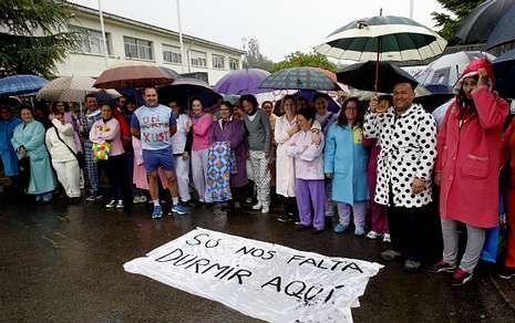 La asociación de padres organizó múltiples actos de protesta para cambiar el horario.