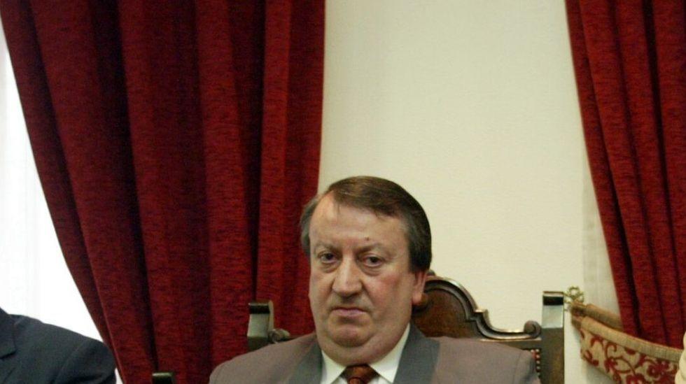 Alfonso Barcia Raposo, que fue presidente de la mutualidad Unión de Artesanos de Santiago, está acusado de falsedad en documento público y apropiación indebida