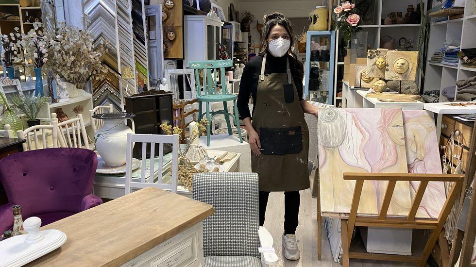Laura Dubén en su tienda Laurarte
