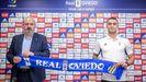 Carlos Isaac, junto a Manolo Paredes durante su presentación como futbolista del Real Oviedo