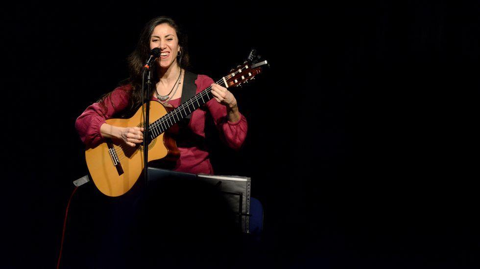 25N.En Barbadás, Najla Shami ofreció un concierto