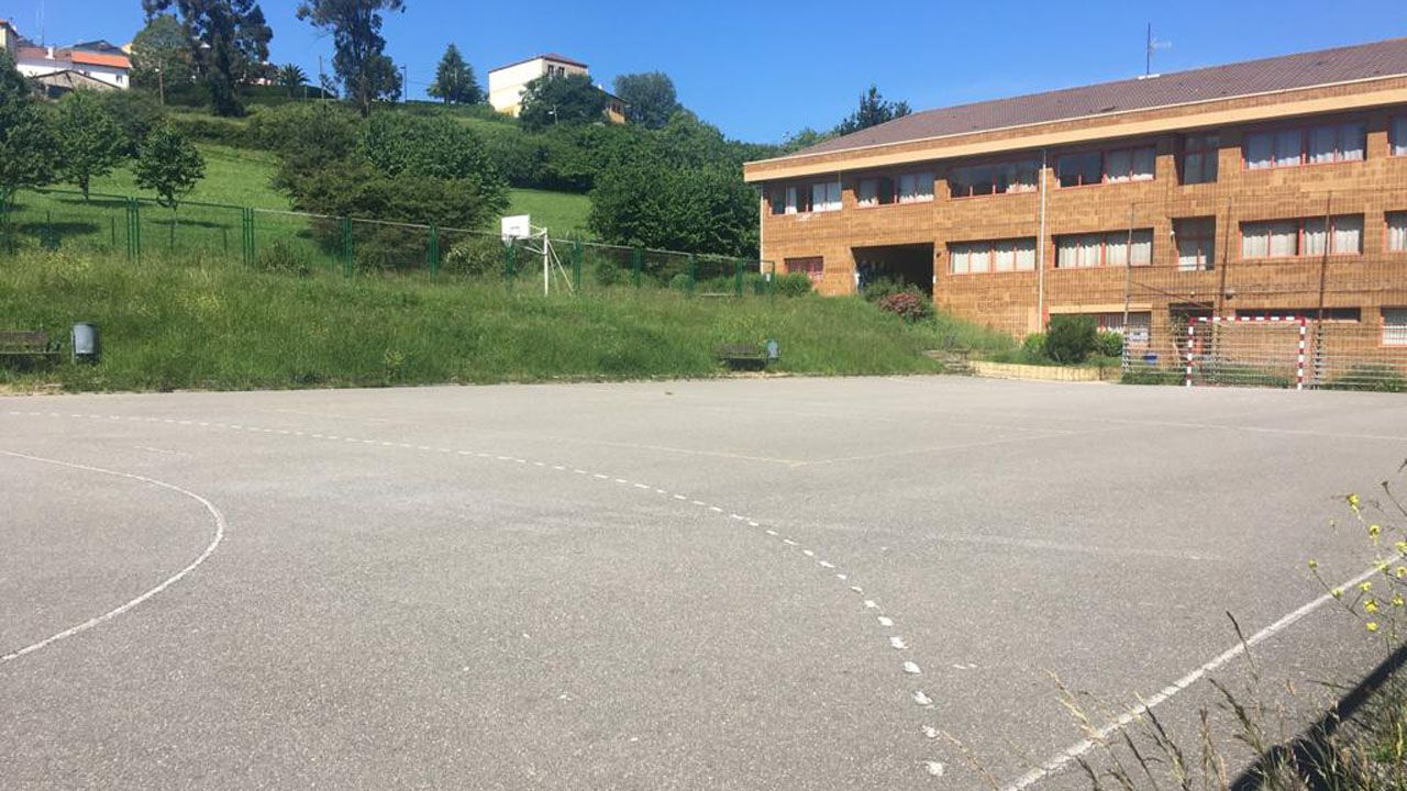 Una de las canchas del IES Monte Naranco, vacía