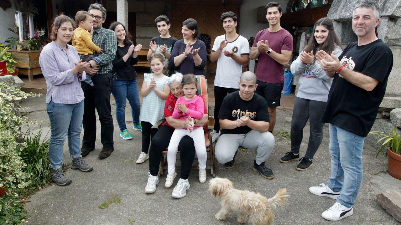 14 miembros de una misma familia comparten confinamiento en Tui.Cartas con alma enviadas al Hospital Universitario A Coruña (Chuac) para los pacientes aislados por la pandemia del coronavirus