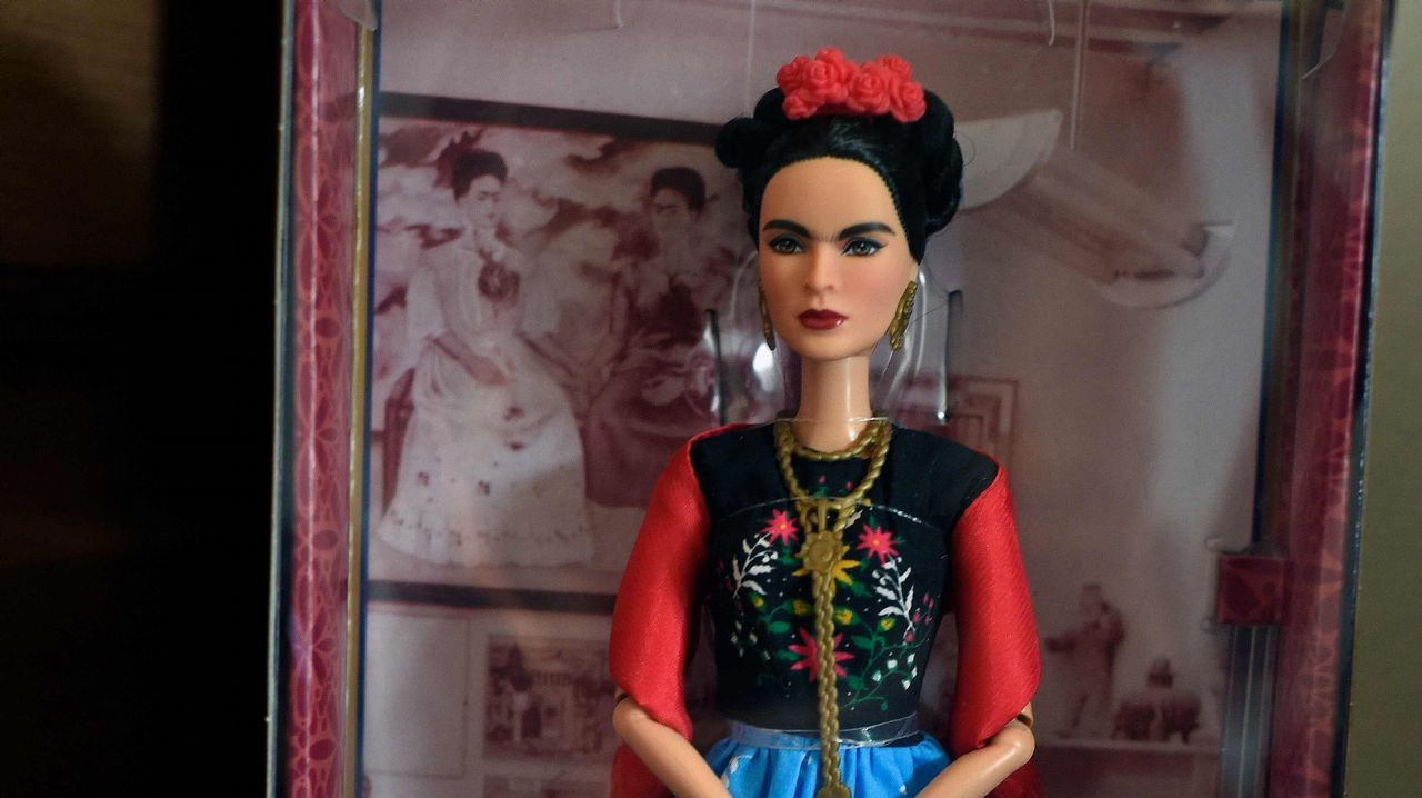 Así es Frida Kahlo vista por Barbie