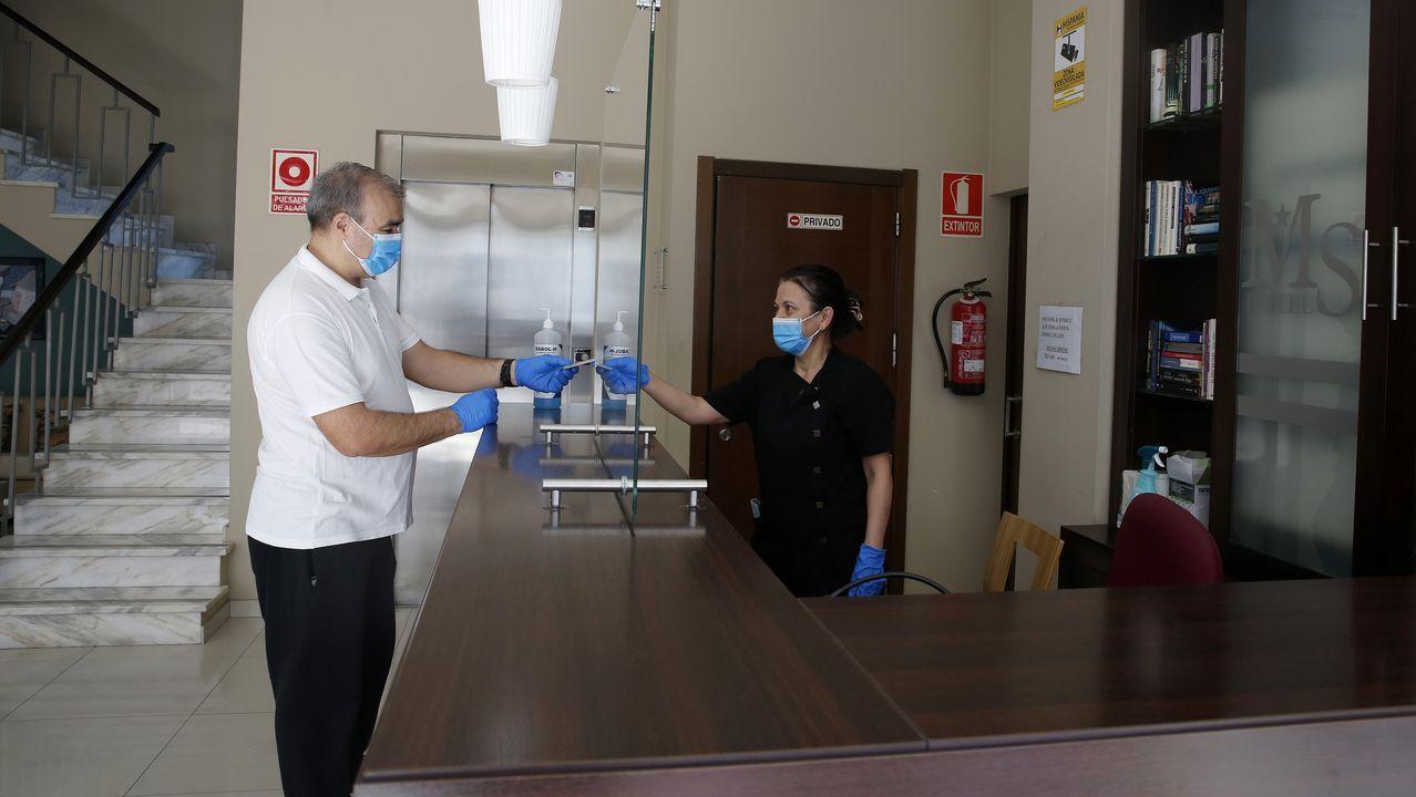 La desinfección presidió el regreso a las aulas en Ribeira