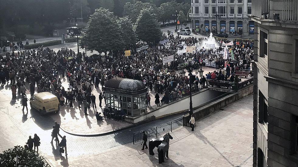 La manifestación, en la plaza de La Escandalera, donde se leyó un manifiesto.La manifestación, en la plaza de La Escandalera, donde se leyó un manifiesto