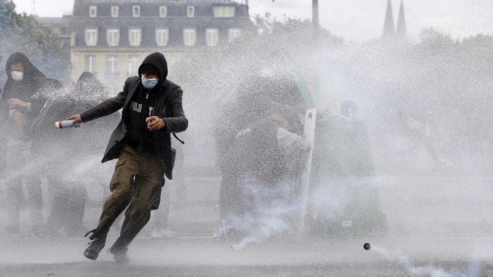 Disturbios entre policía y manifestantes en París