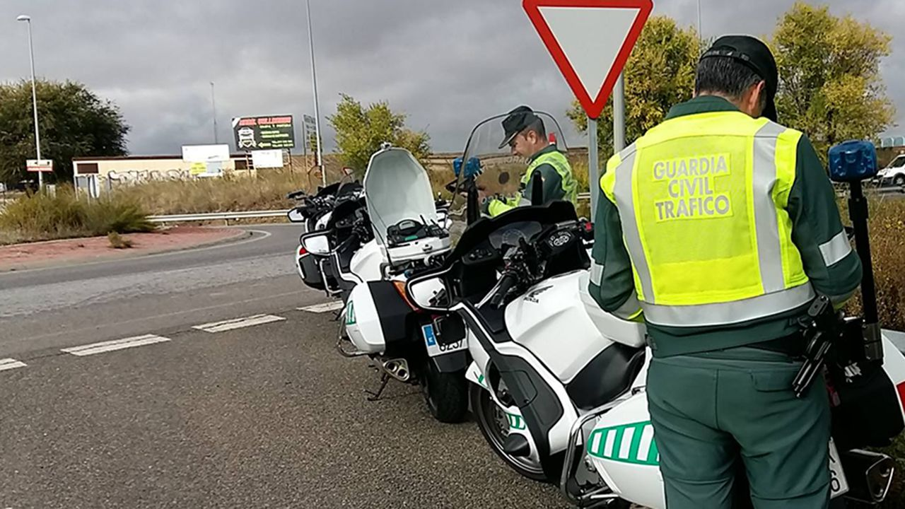 Agentes de la Guardia Civil de Tráfico