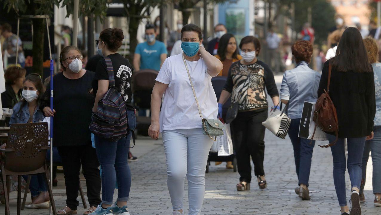 Las calles en Boiro llenas, pero un alto porcentaje usó hoy mascarilla