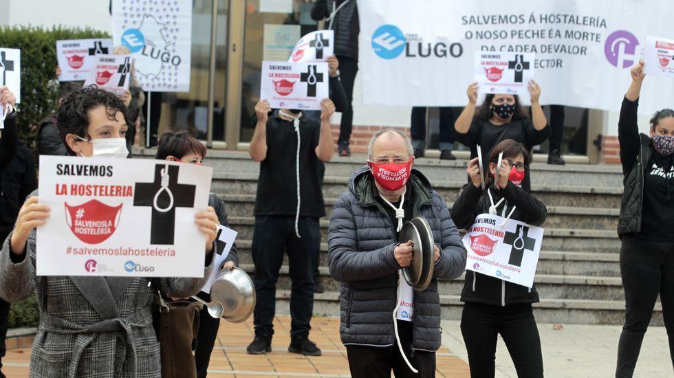 Protesta de los hosteleros, el pasado sábado, contra el cierre de sus negocios en Monforte