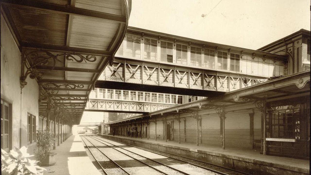 Andenes y pasarela de la estación de El Vasco, derribada por Feve a finales de los años 80 del siglo XX