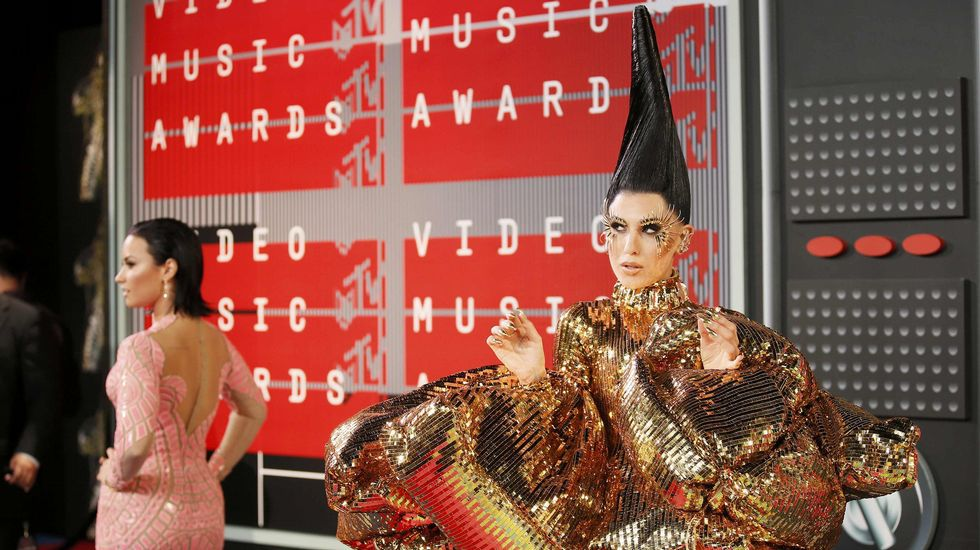 La cantante Z LaLa posa a la vez que Demi Lovato en la alfombra roja