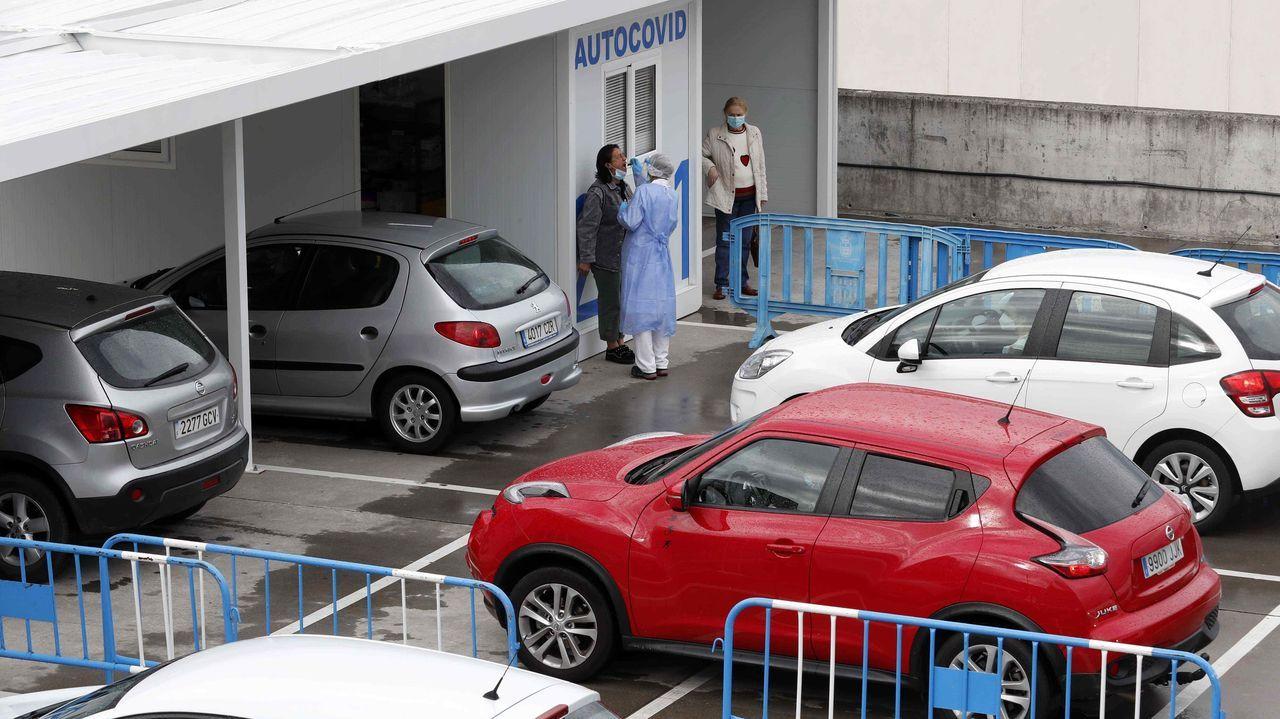 Vista este lunes del autocovid instalado en el Hospital Uneversitario Central de Asturias (HUCA)
