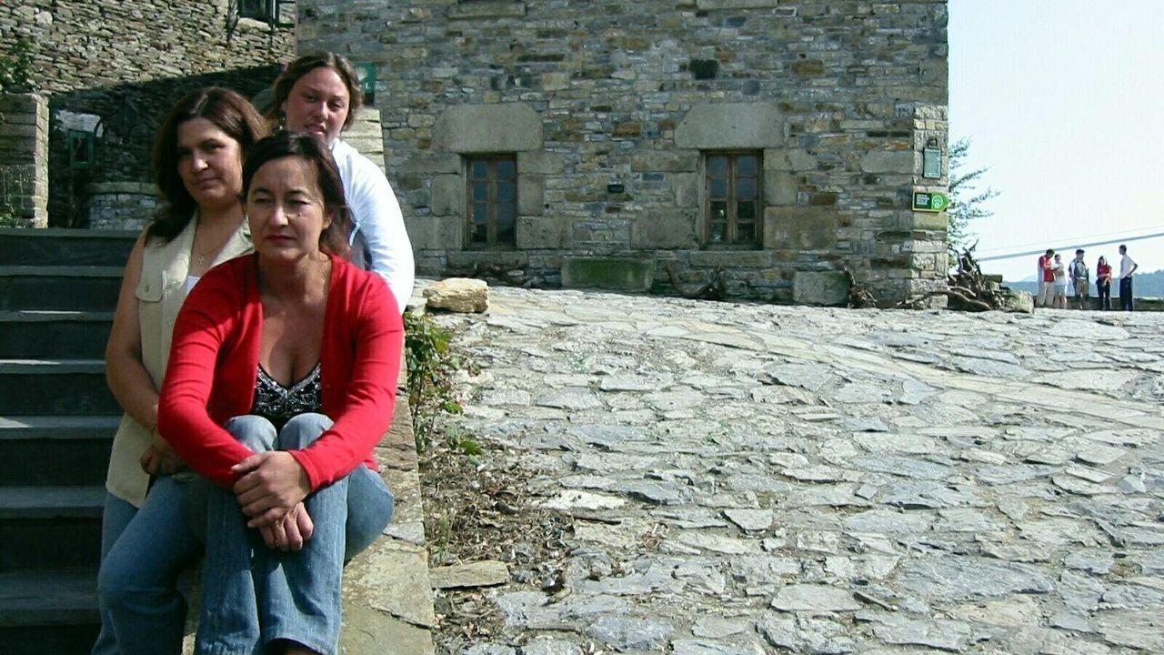 Edita Núñez, en el medio, junto a Nadia y Edita, de Turismo, en O Cebreiro en el 2005