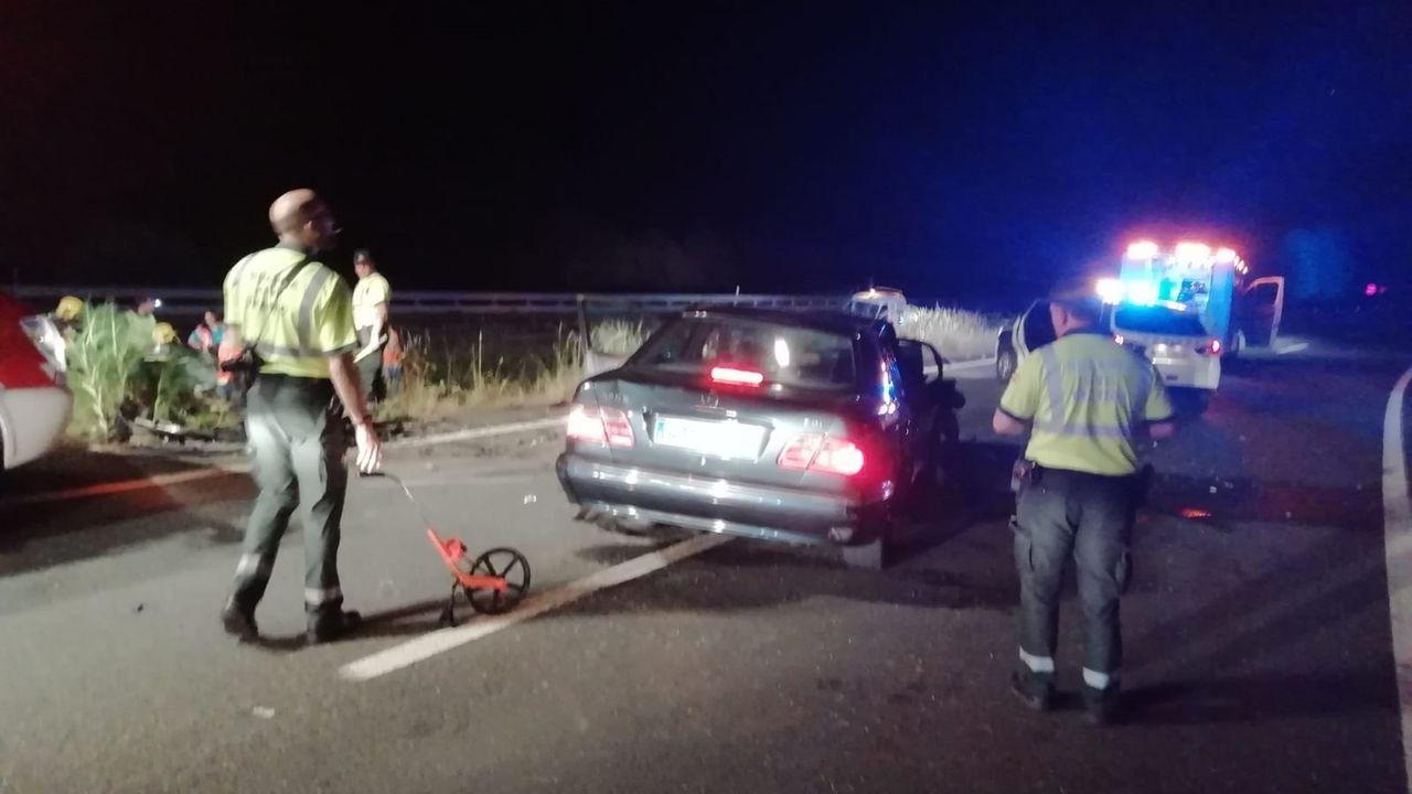 EL ÚLTIMO CHOQUE MORTAL, EN JUNIO Un conductor kamikaze murió en el acto el pasado mes de junio al estrellarse contra otro coche en la A-6, en Coirós