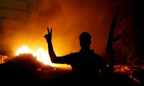 Los manifestantes que atacaron a los salafistas de Bengasi disponían de armas.