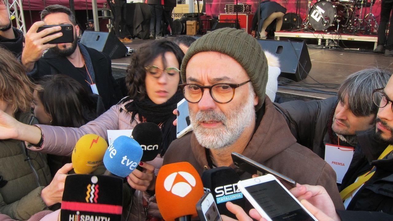 Seis de los 18 acusados por la DUI serán juzgados en Cataluña.Los alcaldes de Verges, Ignasi Sabater (izquierda), y de Celrà, Dani Conellà, atienden a la prensa después de su liberación