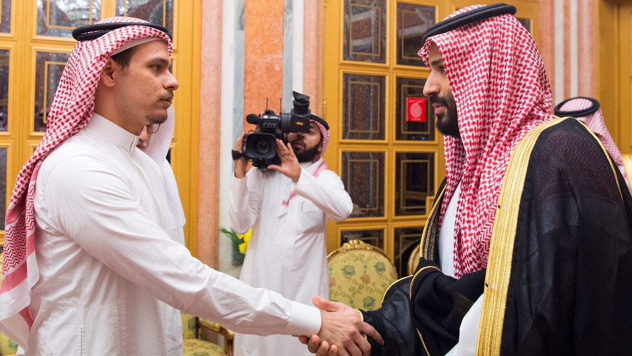 Salah Khashoggi apareció junto al príncipe heredero en el 2018 para respaldar la actuación del régimen saudí en el caso de su padre