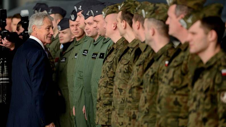 Hagel, en una base estadounidense en Polonia