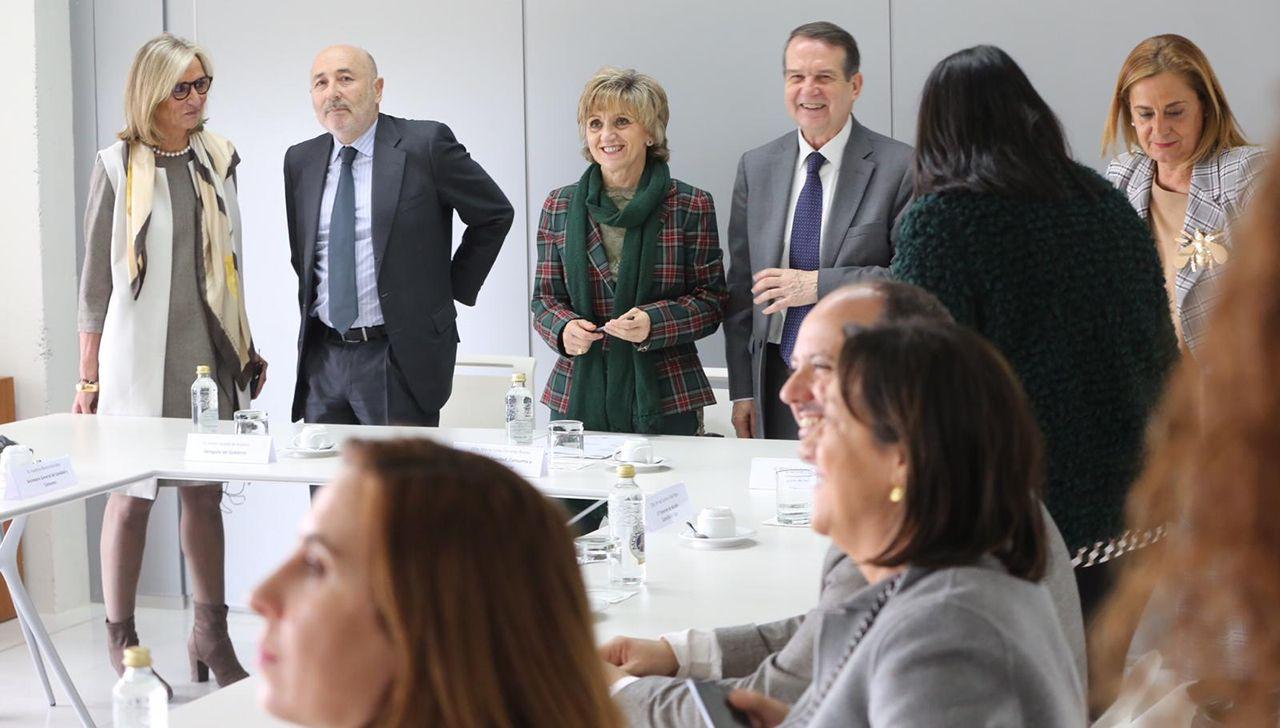 La ministra de Sanidad anuncia 105 plazas nuevas para médicos de familia en Galicia