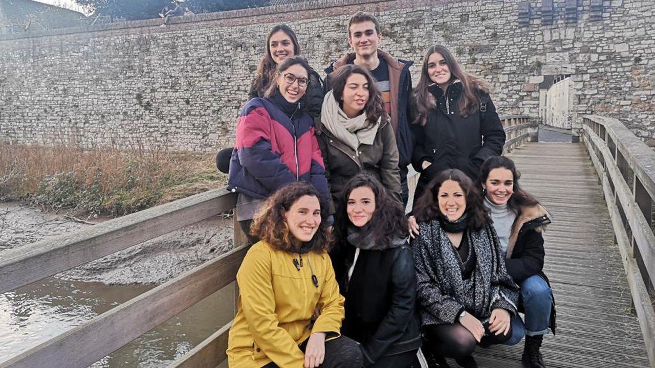 La asturiana Sara Panizo con sus amigos