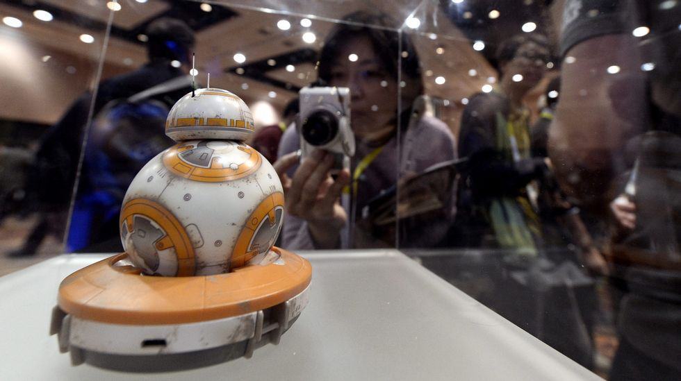Vista de una pieza alusiva a la película Star Wars en el Consumer Electronics Show (CES).