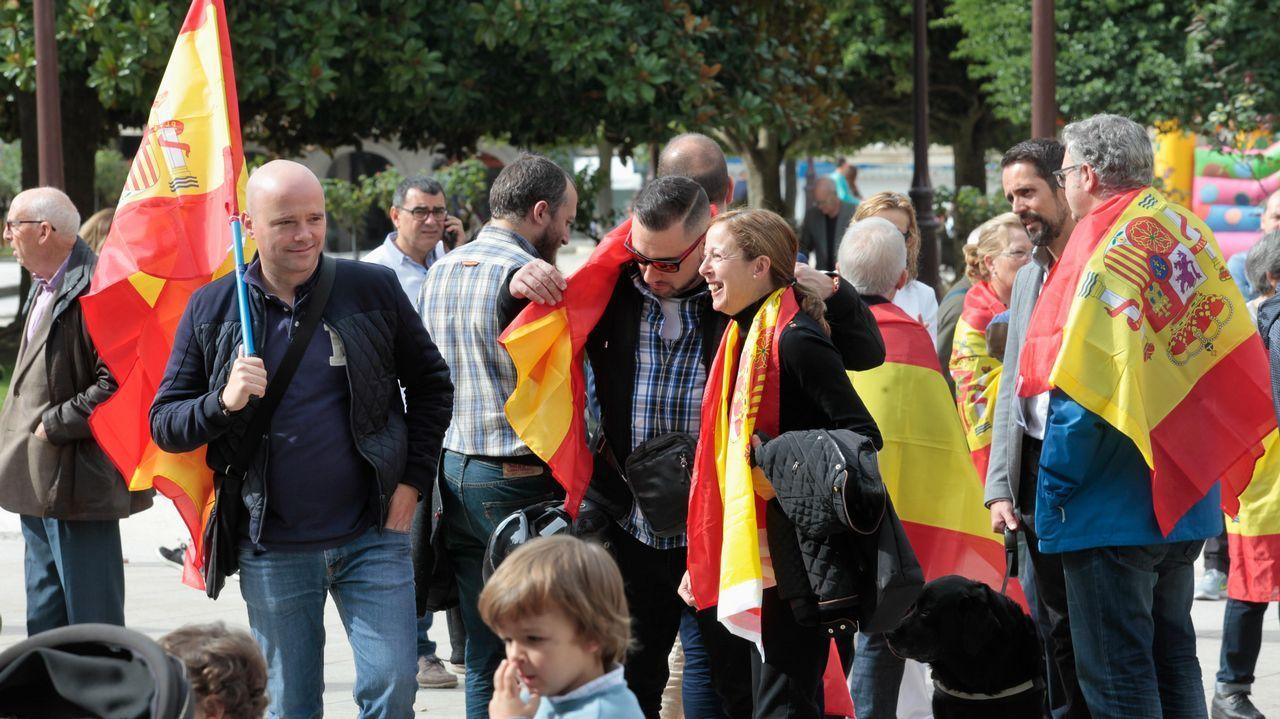 Concentración en el Obradoiro en contra del referendo catalán.Concentración a favor de la unidad de España, en Lugo