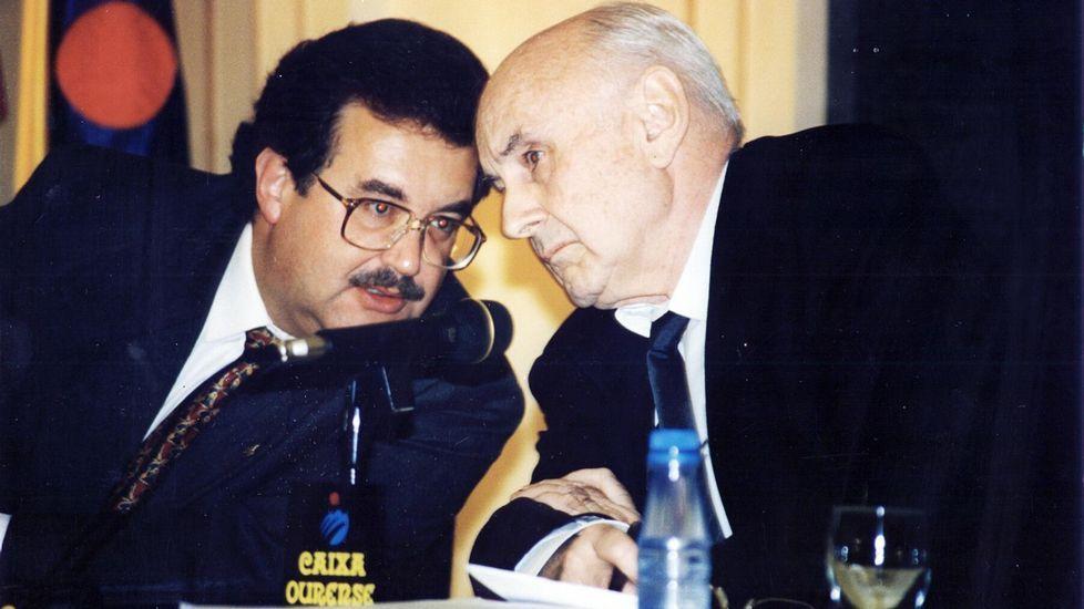 Gerard Piqué interrumpe unsaque de David Ferrer en el Mutua Madrid Open.Cabanillas, a la derecha, durante la constitución de la Xunta preautonómica, en 1978