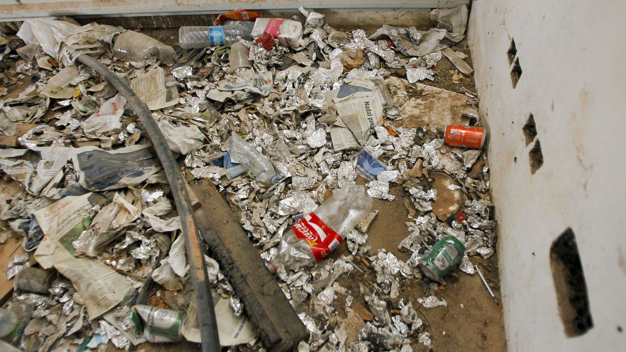 Adosado abandonado en Ciudad Jardín (Ferrol) utilizado habitualmente por toxicómanos.