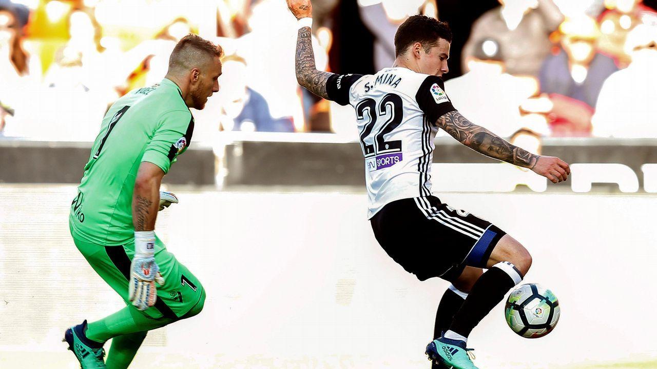 Yoel Barcenas Real Oviedo Reus Carlos Tartiere.Yoel Bárcenas ante Carlos Gutiérrez en el Real Oviedo-Numancia
