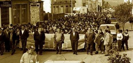 Costa se puso al frente de la manifestación en 1996 para pedir la ESO en el colegio de Agolada.