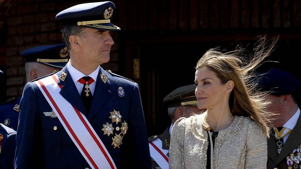La reina Sofía, con sus nietos en Mallorca.Los reyes en su reciente visita a Santiago.