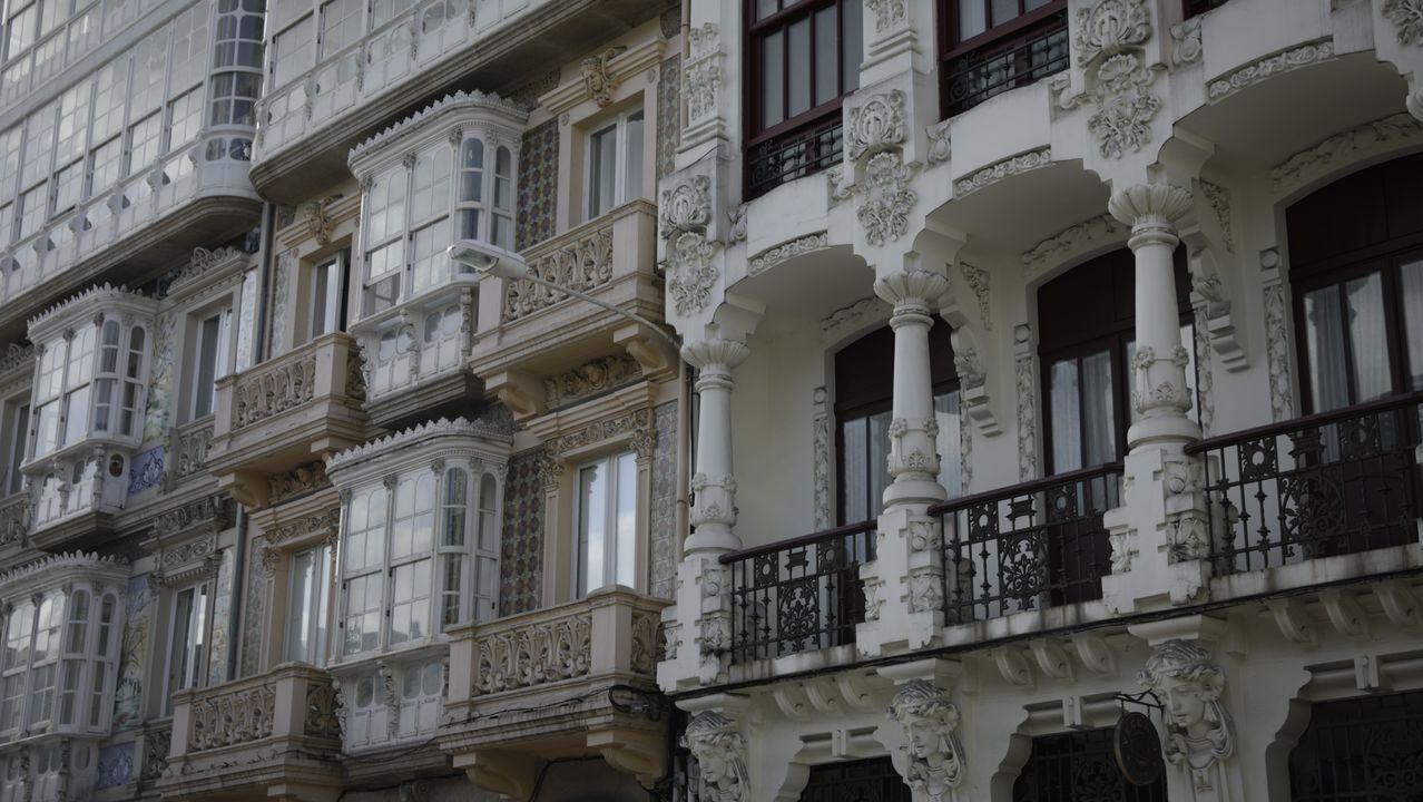 Fachadas modernistas en la plaza de Lugo 11 y 13 de A Coruña