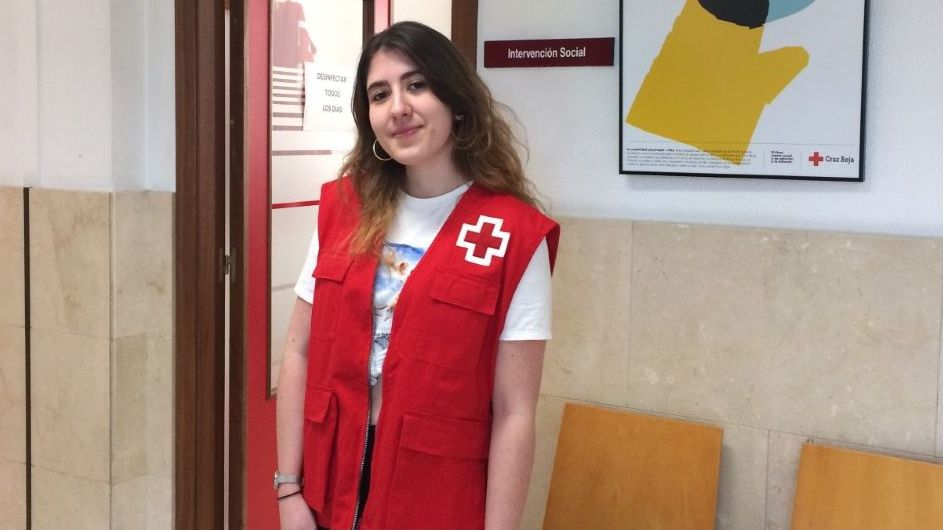 Localizado el cadáver del percebeiro que cayó al mar en Laxe.Lucía Gómez se hizo voluntaria de Cruz Roja al suspenderse las clases el pasado mes de marzo