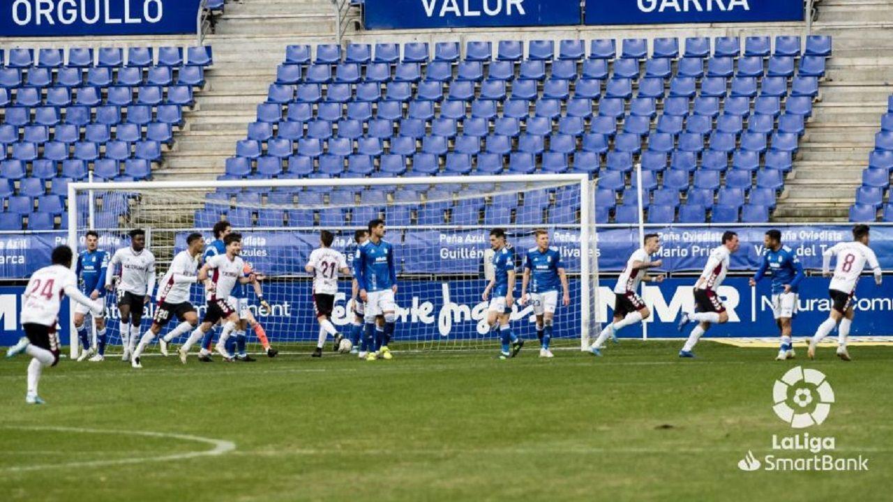 gol Zozulia Real Oviedo Albacete Carlos Tartiere.Los futbolistas del Albacete celebran el gol de Roman Zozulia