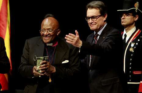 Movilizaciones por el derecho a decidir.El arzobispo sudafricano Desmond Tutu recoge de Artur Mas el vigésimo sexto Premio Internacional de Cataluña en reconocimiento a su defensa de los oprimidos y los derechos humanos.