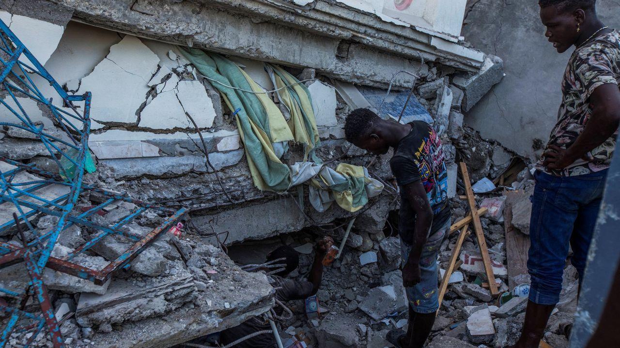 Búsqueda de supervivientes del terremoto en la zona de Les Cayes, en Haití