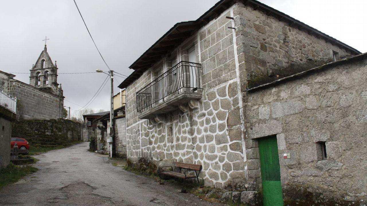 Rehabilitación de casa en A Veiga.Luciano Rodríguez traduce ao galego a poetas e cantantes