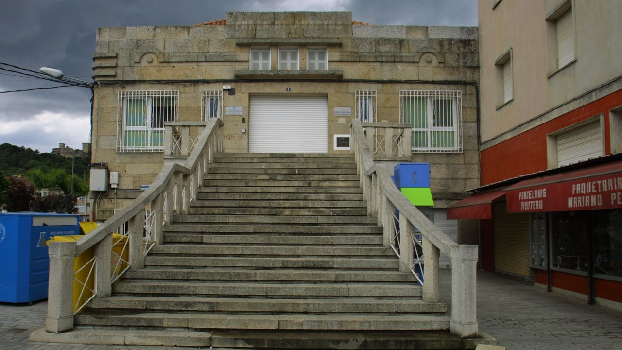 Sanitarios de Ourense alertan sobre la saturación hospitalaria y apelan al autoconfinamiento.Edificio de la plaza de Abastos de Verín