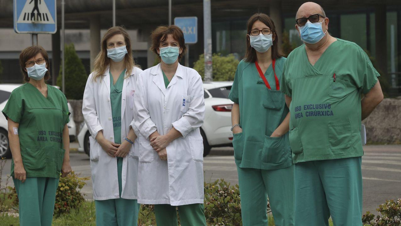 Parte del equipo del CHUS de Santiago que atendió al última paciente con coronavirus ingresado en una uci en Galicia