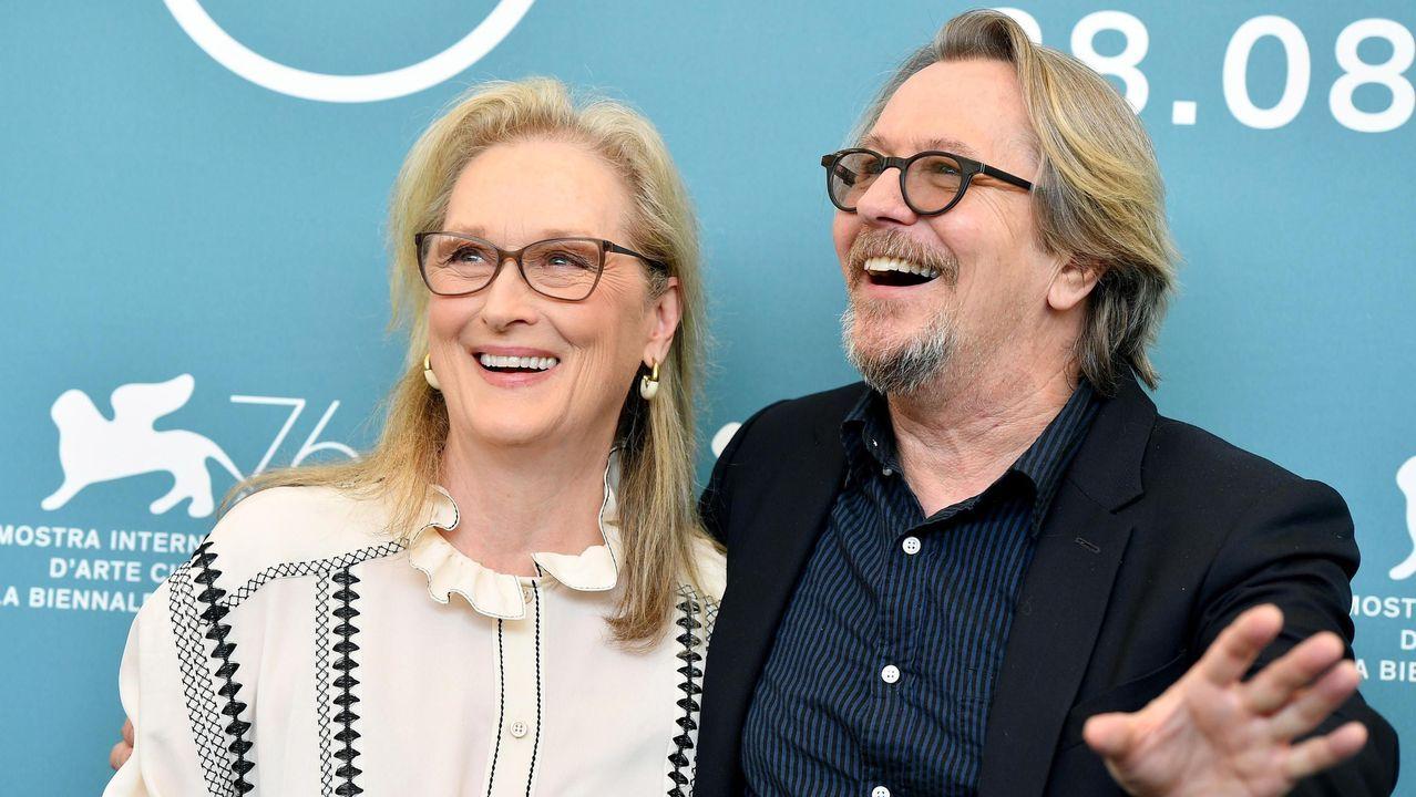 Penélope Cruz deslumbra en la alfombra roja de Venecia.Meryl Streep y Gary Oldman protagonizan «The Laundromat»