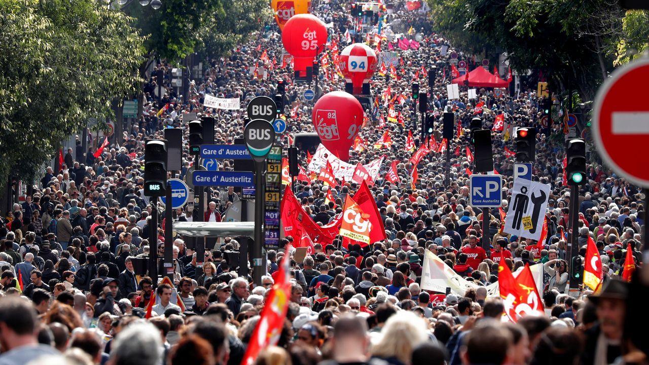 Puigdemont abre la puerta a una declaración de independencia.Protesta del sindicato USO Asturias