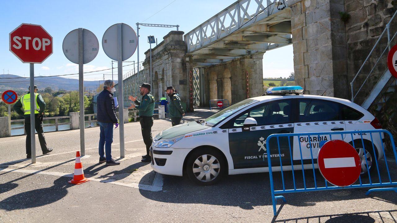 Primer día de mercado en Pontevedra tras el estado de alarma.Frontera de A Madanela, entre Galicia y Portugal, cortada en la parte portuguesa